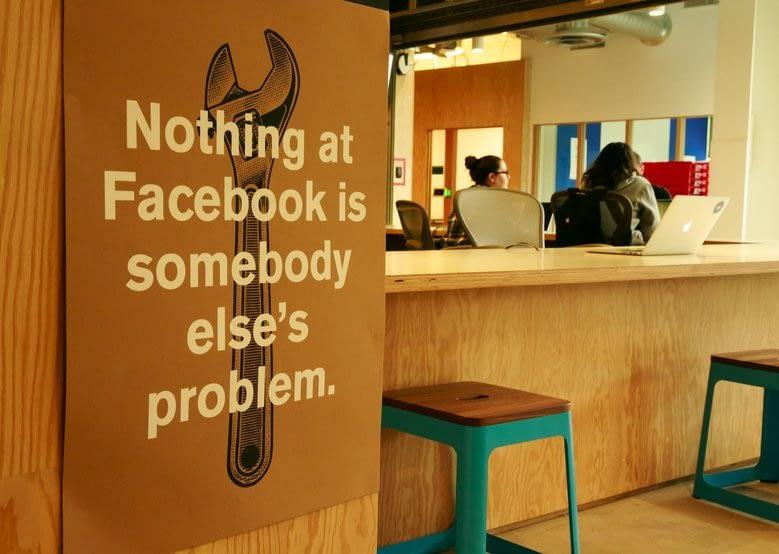 ფეისბუქის ცნობილი პოსტერები Nothing at facebook is somebody else's problem